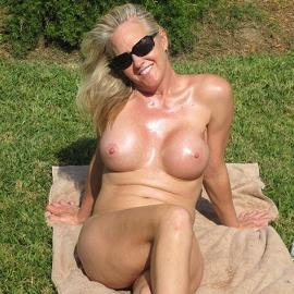 Voyeur & Exhibitionist - Halle Laying Out