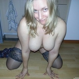 Homemodels - Whore Wife Wants You To Look At Her
