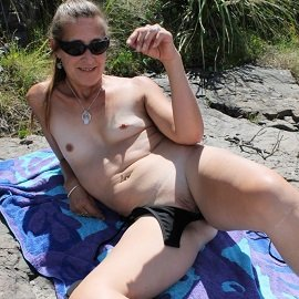 Voyeur & Exhibitionist - Maz At The Beach