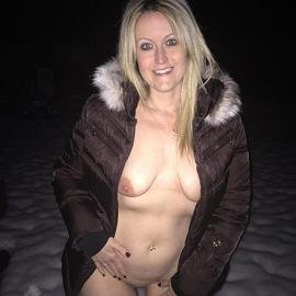 Voyeur & Exhibitionist - Sexy Snow Bunny