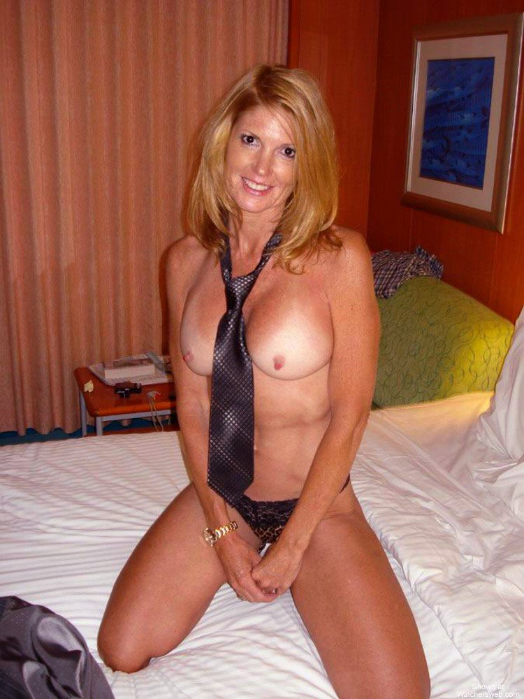 Horny single mom in fishnetget bbc - 3 part 6