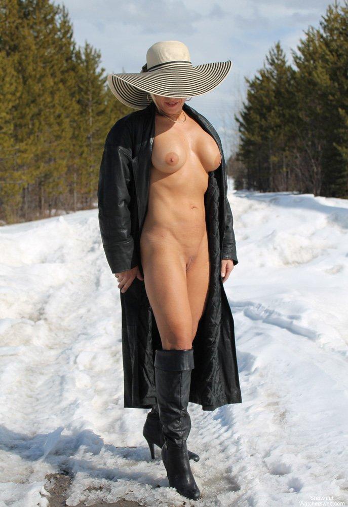 Голые зрелые женщины зимой