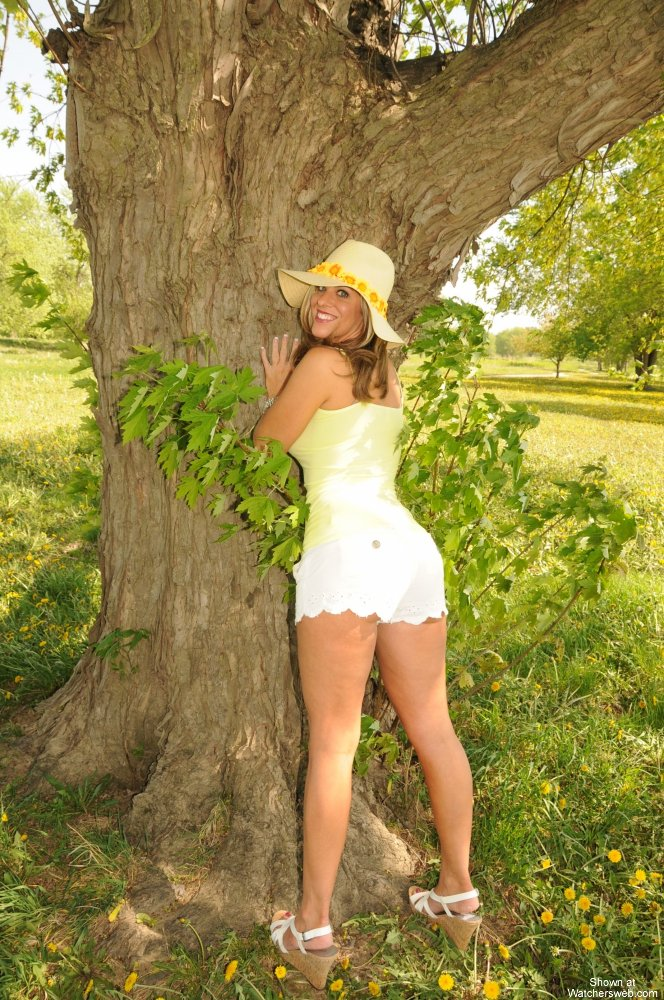 Watchersweb Amateur Milf naked, outdoors, golf course, USA