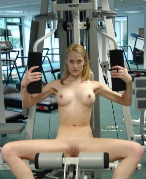 Pretty girls naked girl weight lifters